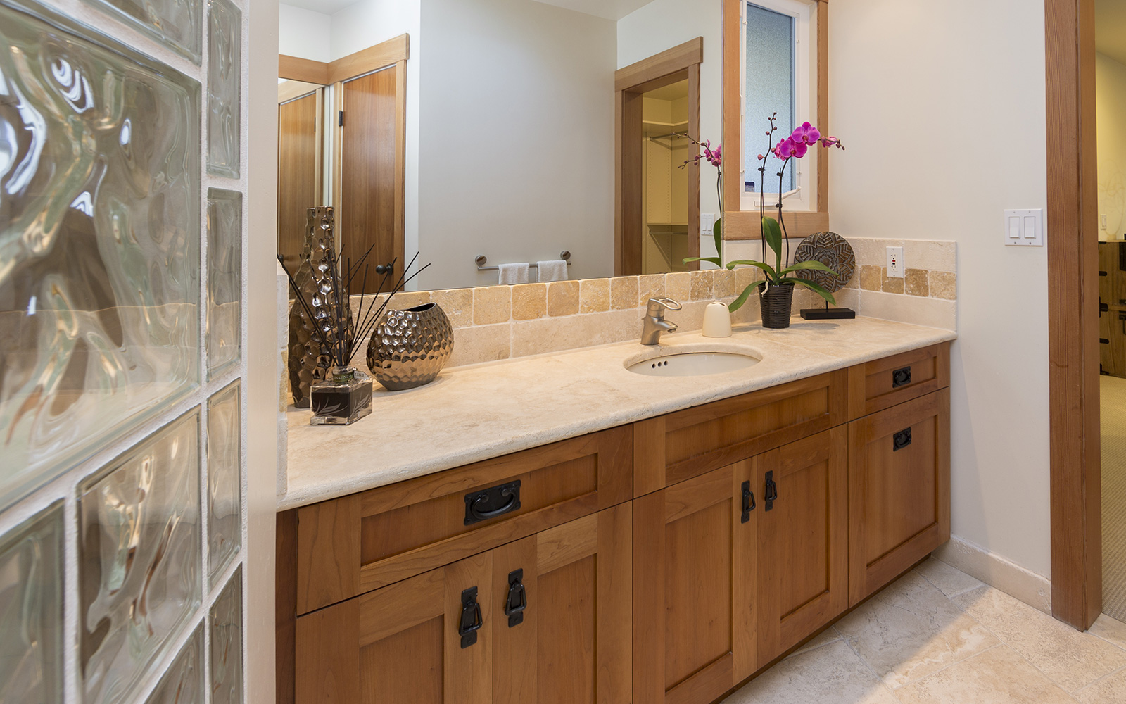 Calgary custom kitchen cabinets ltd vanities for Kitchen cabinets calgary